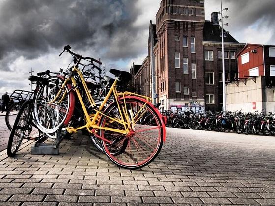 التنقل عبر الدراجات في أمستردام