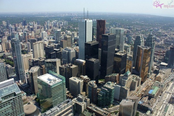 ميزات اللجوء الى كندا