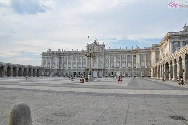القصر الملكي اسبانيا