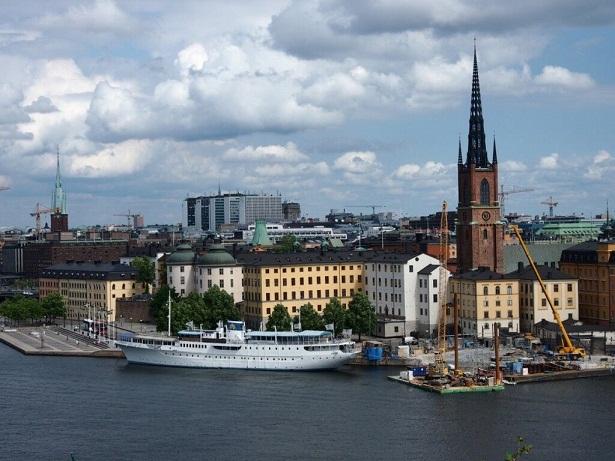 السويد في حاجة إلى 100 ألف مهاجر سنوياً