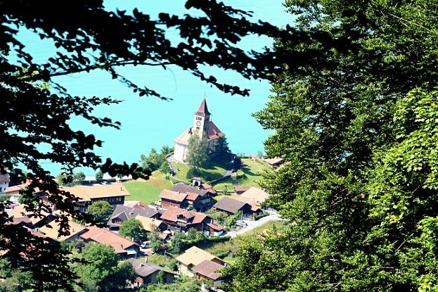 قرية وبحيرة برينز