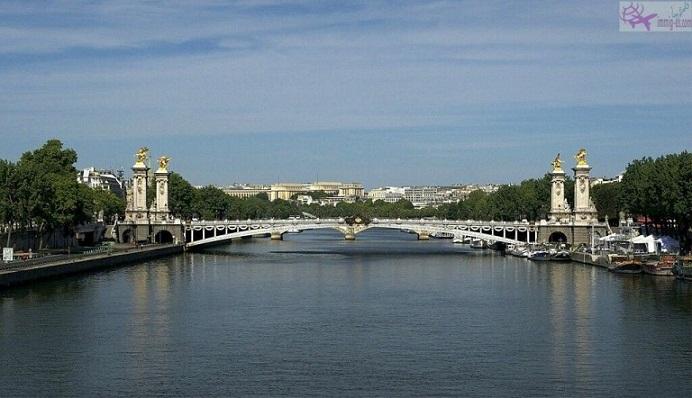صور باريس في كافة الأوقات والفصول
