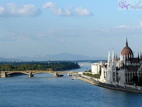 هنغاريا توقف العمل بقانون بلد اللجوء الأول