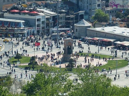 ميدان تقسيم اسطنبول تركيا