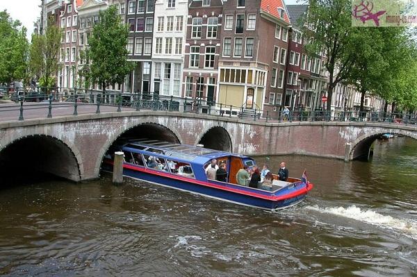قنوات أمستردام هولندا