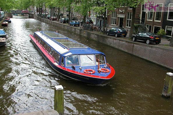 جولة بالقارب في امستردام