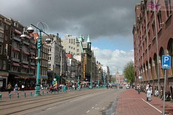 التجول في شوارع امستردام