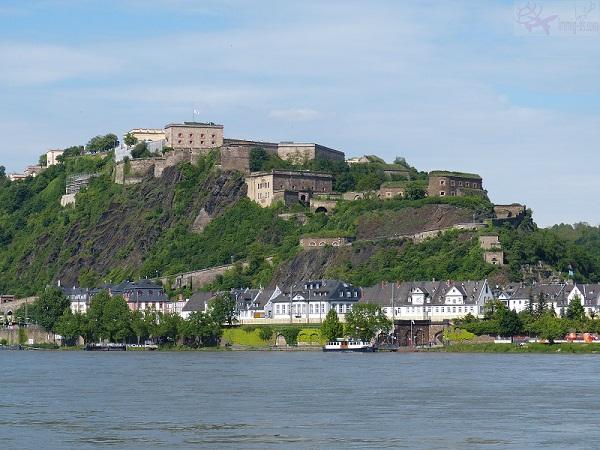جدار قلعة كوبلنز المانيا