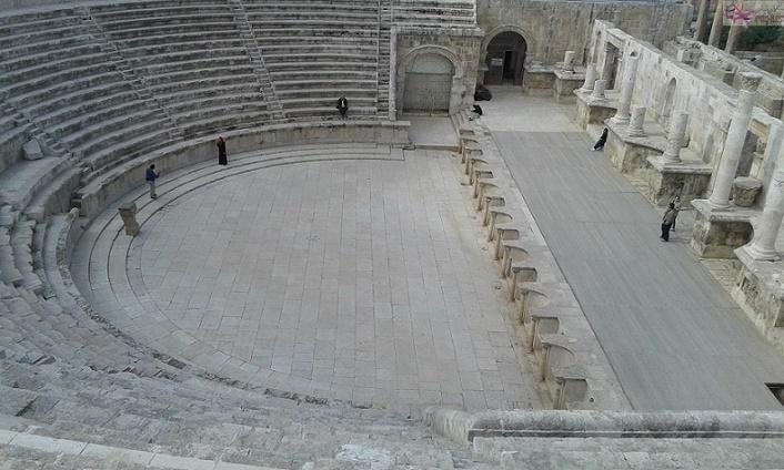 مسرح المدرج الروماني
