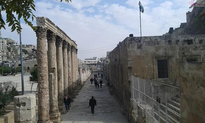 اعمدة المدرج الروماني عمان