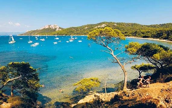 الطبيعة الساحرة في جزيرة بوركيرول فى فرنسا