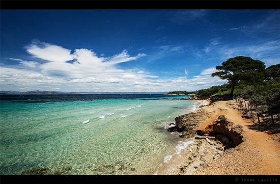 شواطيء جزيرة بوركيرول فى فرنسا