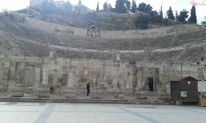 المدرج الروماني في عمان أمير السياحة في مدينة التلال السبع