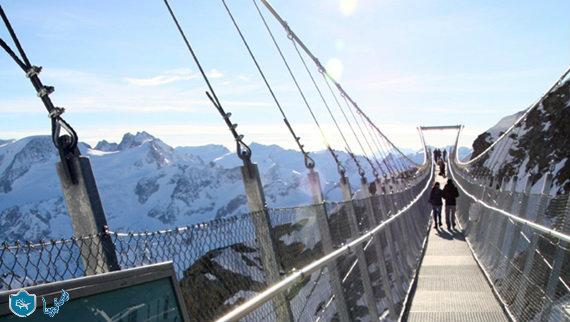 حلق وسط السحاب على جسر تيتليس