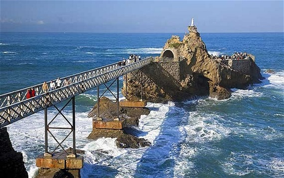 صورة أشهر المعالم السياحية فى مدينة بياريتز الفرنسية