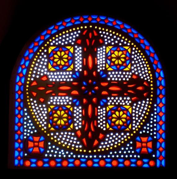 أحد نوافذ الكنيسة المعلقة فى مجمع الأديان السماوية