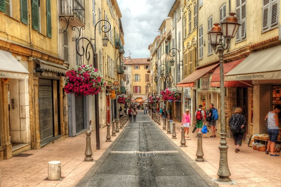 الشوارع الجميلة فى مدينة آنتيب بفرنسا