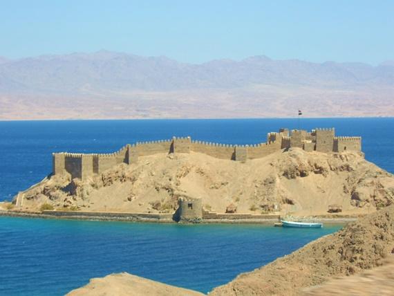 قلعة صلاح الدين الأيوبى فى جزيرة فرعون بطابا المصرية