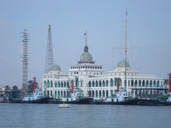 ميناء بورسعيد المطل على قناة السويس