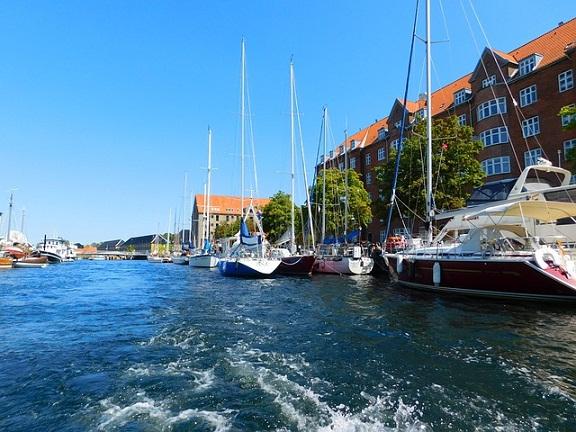الدنمارك تخطط للإستيلاء على مجوهرات اللاجئين