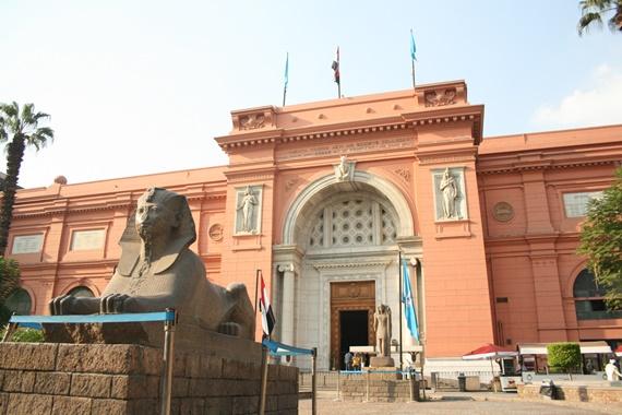 بوابة المتحف المصري بمدينة القاهرة