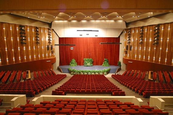 القاعة العظيمة بمركز الكؤتمرات بمكتبة الأسكندرية