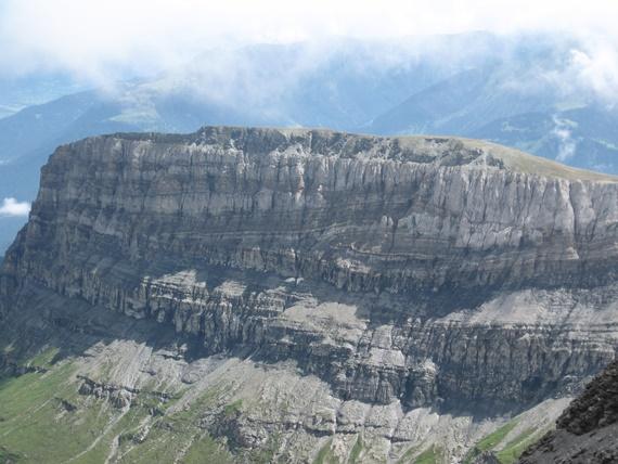 ظاهرة التراصف الصخور الأقدم فوق الصخور الأصغر منها