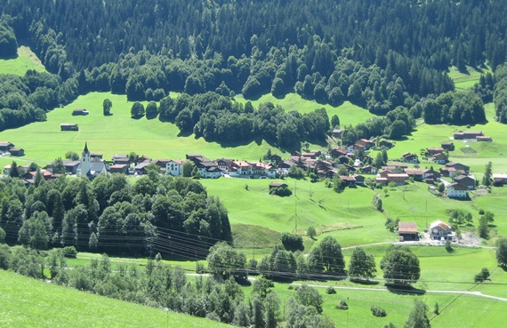 المناطق الخضراء بمنتجع كلوسترز بسويسرا