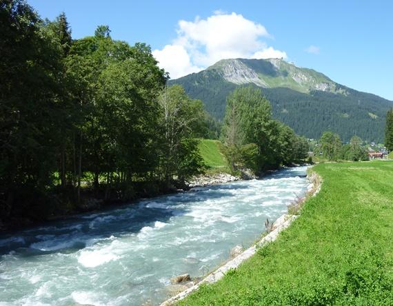 البحيرات فى منتجع كلوسترز بسويسرا