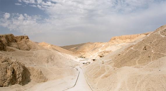 وادى الملوك على الضفة الغربية لنهر النيل