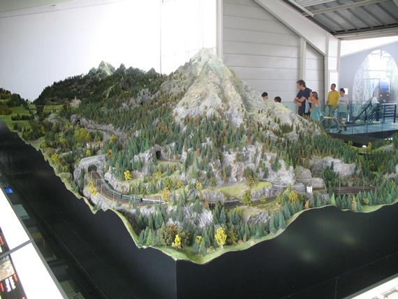 نموذج للطرق بين المرتفعات فى متحف النقل بسويسرا