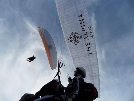 رياضة ركوب الهواء فى قرية غشتاد بسويسرا