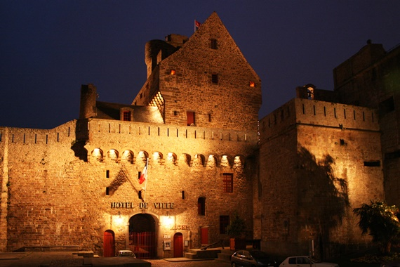 مدينة سانت مالو قلعة على الشاطئ