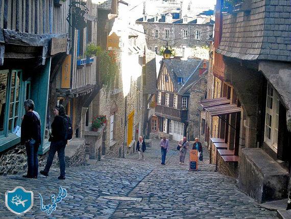 شوارع قرية دينان في فرنسا