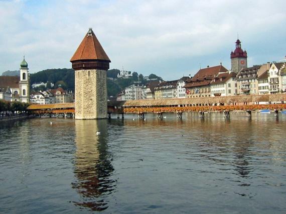 جسر تشابل واطلالة على البحيرة