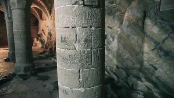 قاعات وممرات داخل قلعة شيلون
