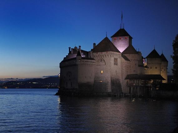 قلعة شيلون ليلا