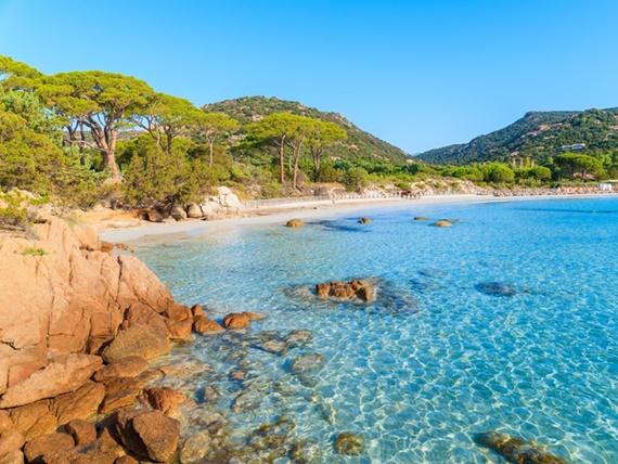 المياه الصافية فى جزيرة كورسيكا الجميلة