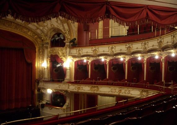 المسرح الكبير فى دار الأوبرا المصرية