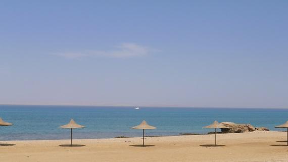 شواطئ مدينة العين السخنة الهادئة