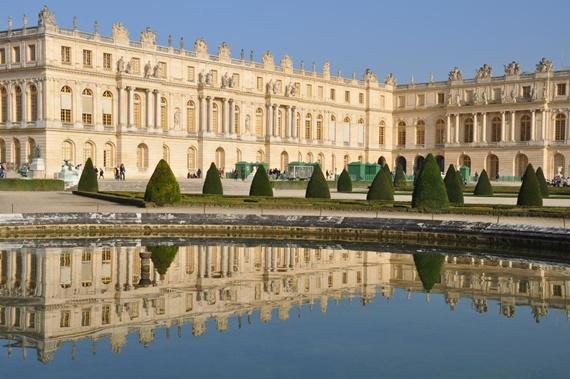 قصر فرساي بجنوب غرب باريس عاصمة فرنسا