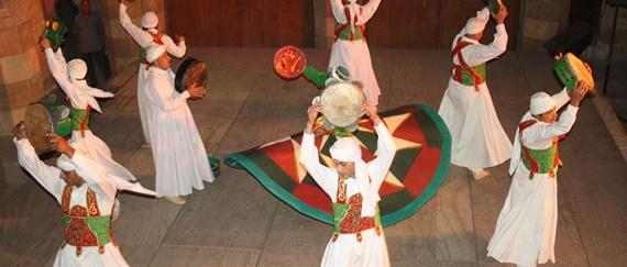 رقصات وحفلات فى شارع الغورية
