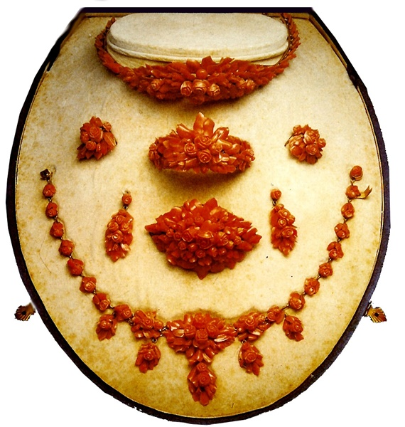 مقتنيات الملكة فريدة فى متحف المجوهرات