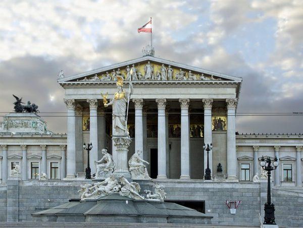 النمسا ستعالج طلبات اللجوء على حدودها