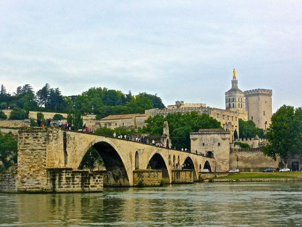 قصر الباباوات وجسر أفينيون