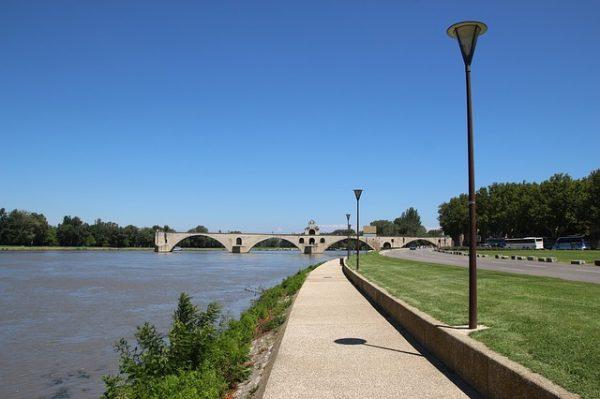 Photo of السياحة في أفينيون وجولة في مدللة نهر الرون البديع