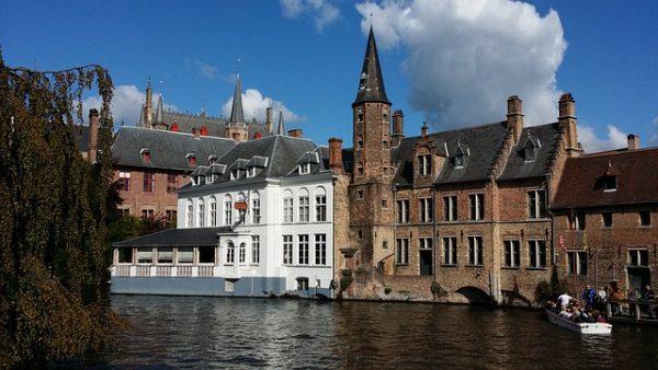 رفض بلجيكا لعدد كبير من اللاجئين القاصرين