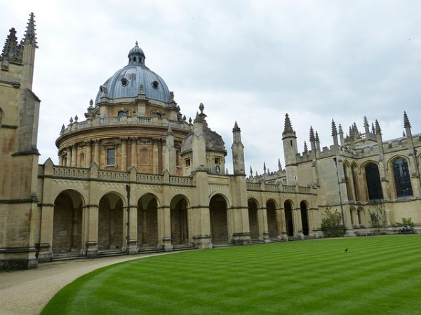 جامعة اكسفورد ببريطانيا