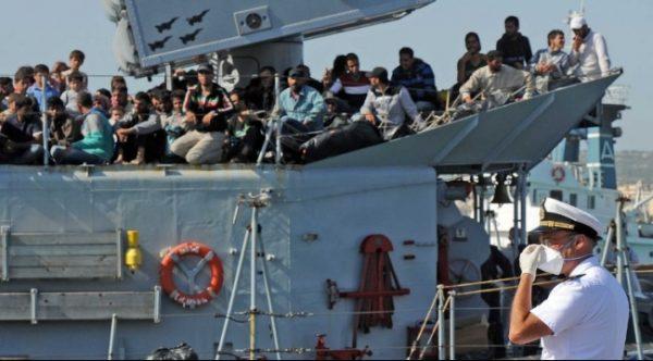 انقاذ مهاجرين قبالة السواحل الليبية