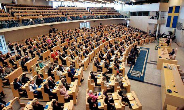 تشديد قوانين اللجوء ولم الشمل في السويد